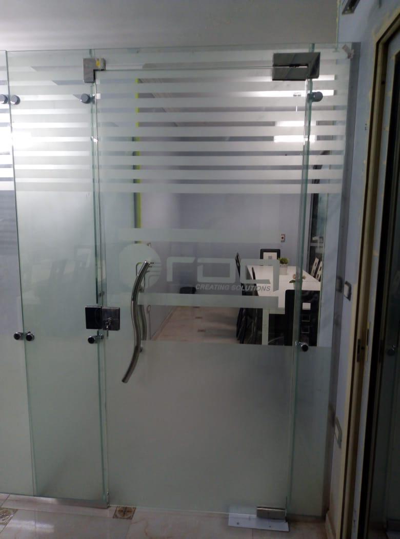 ابواب حمامات زجاج ملون from glass.mongeztech.com